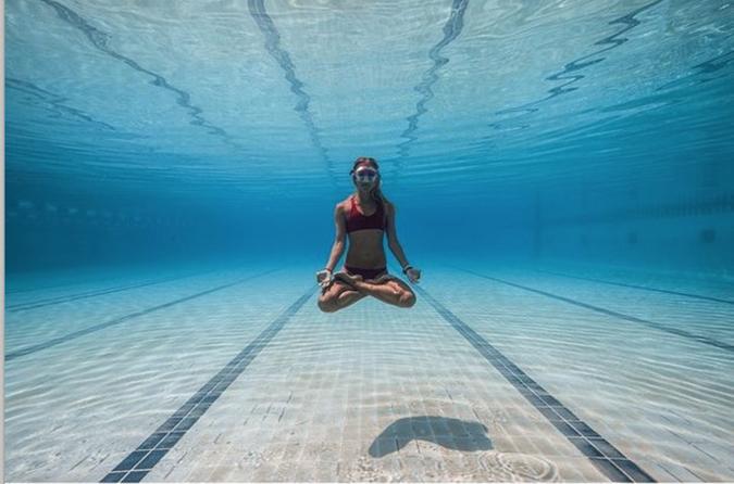 foto debajo del agua yoga instagram